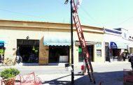Colocan bancas de herrería en explanada de calle Guerrero