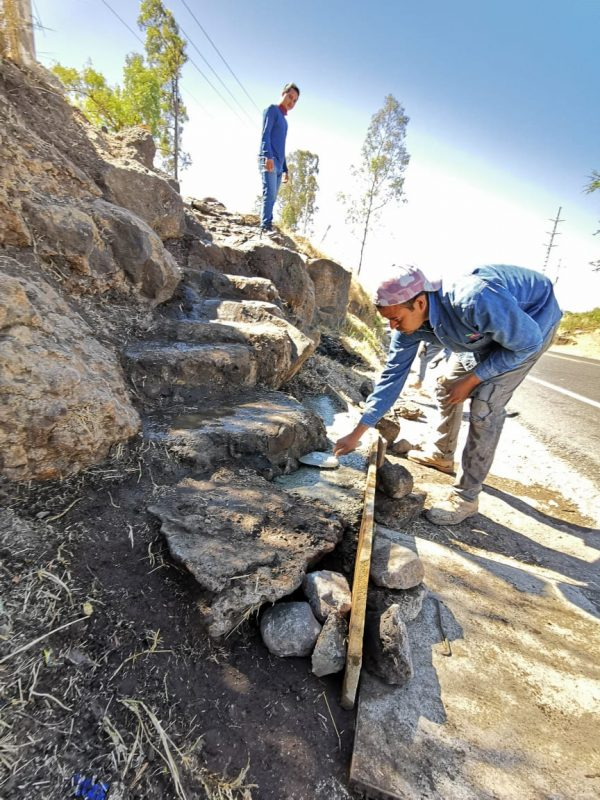 Rehabilitan escaleras de acceso a colonia Luis Dolando Colosio