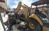 Realizan sustitución de línea de drenaje en calle López Rayón