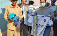 Entregan kit deportivo a equipos de fútbol en Tangancícuaro