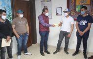 Ángel Macías realizó entrega de apoyo a jóvenes deportistas de Ixtlán