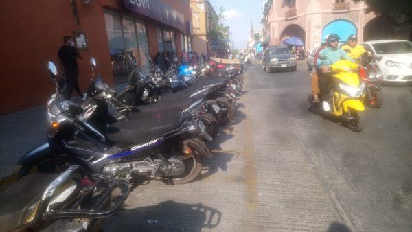 Aún sin placas para motocicletas; prevén que láminas lleguen año entrante