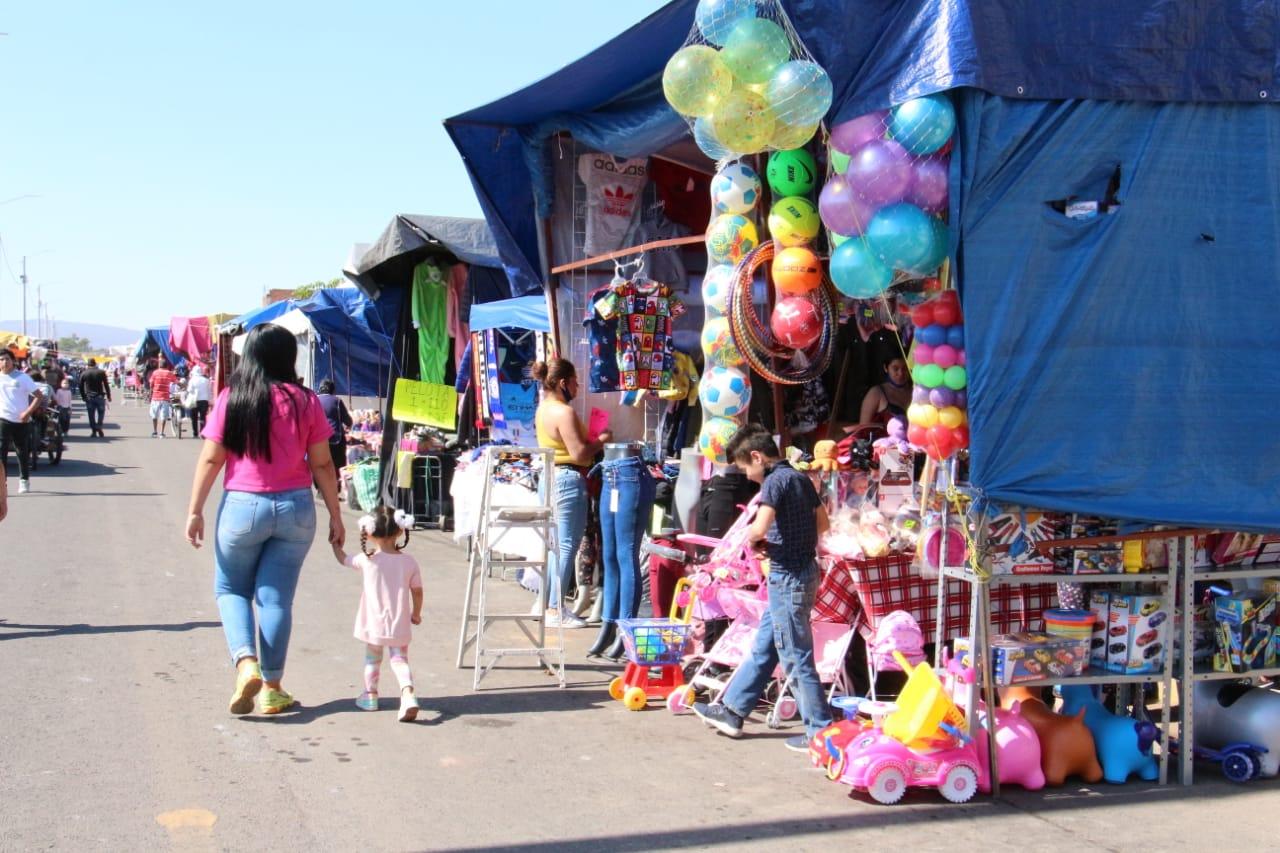 Instalan Feria del Juguete en Avenida Luis Hernánez; será del 4 al 6 de enero