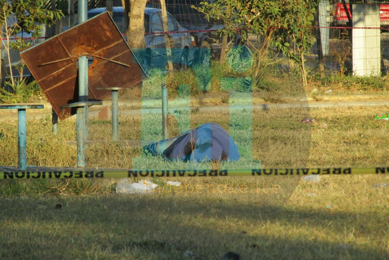 Desconocido es ultimado a tiros en el parque del Fraccionamiento Altamira