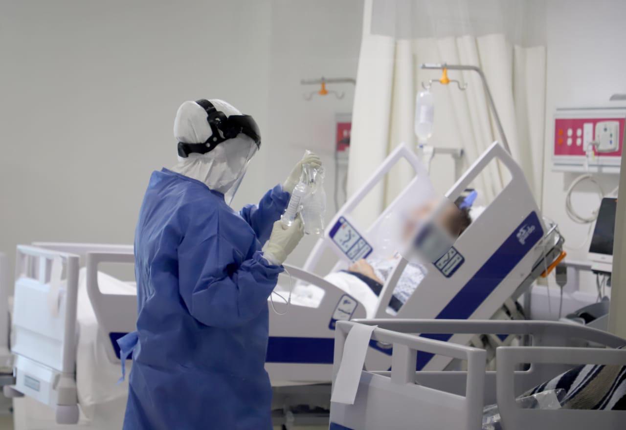 Lleno, el Hospital Civil en atención para pacientes COVID-19