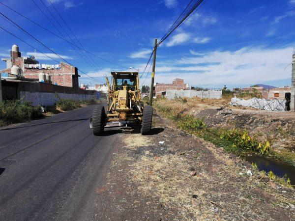 Mejoran laterales del camino a Linda Vista