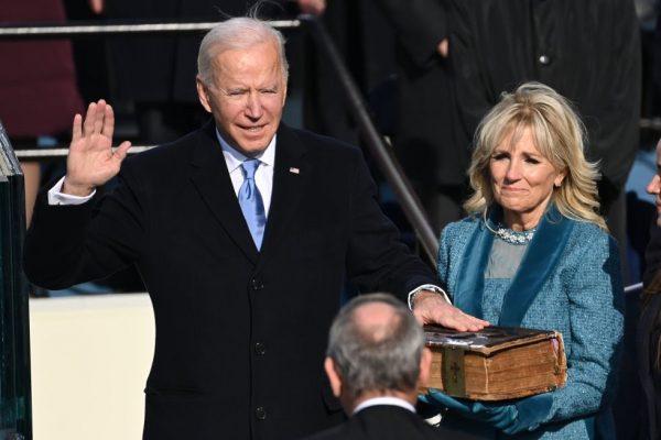 """El presidente Joe Biden llama a los estadounidenses a """"empezar de nuevo"""""""