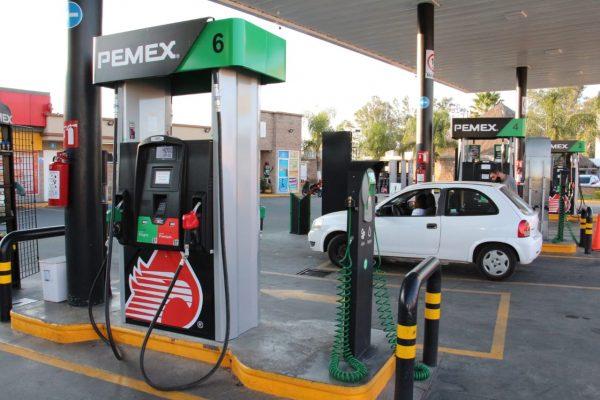 Un peso subió litro de gasolina regular en un mes
