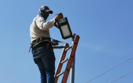 Sustituyen lámparas dañadas en CEDECO El Vergel