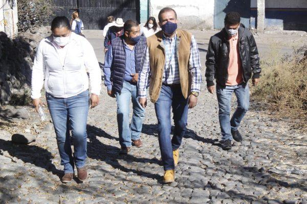 Ángel Macías realizó entrega de tubería a pobladores de la comunidad El limón