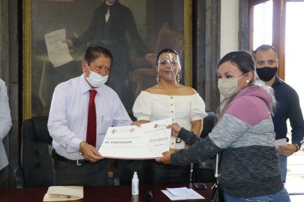 """Entrega Ayuntamiento zamorano créditos del Programa """"Palabra De Mujer"""""""