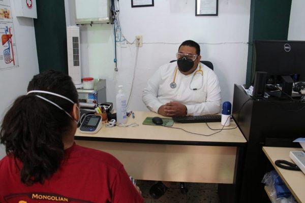 Sube contratación de enfermeros para pacientes de COVID-19 en hogares
