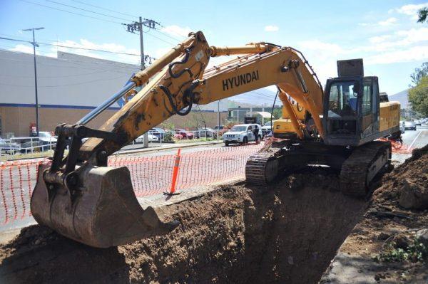 Avanzan trabajos en etapa de colector pluvial en la Calzada Jacona