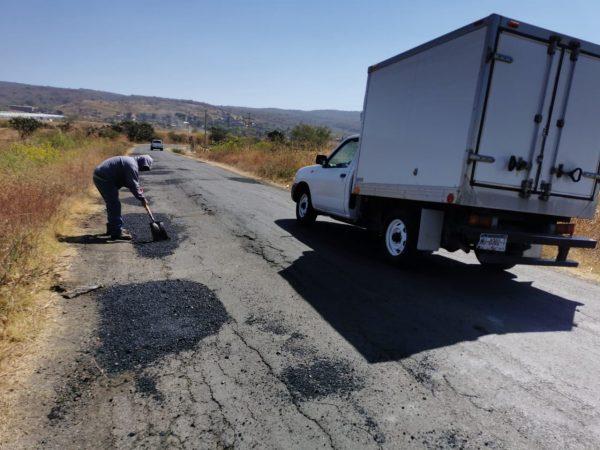 Brindan mantenimiento a acceso en El Sauz de Magaña