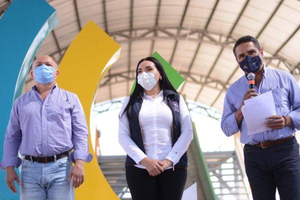 Gobernador y alcaldesa entregan en Jacona 138 escrituras a familias de la Vasco de Quiroga