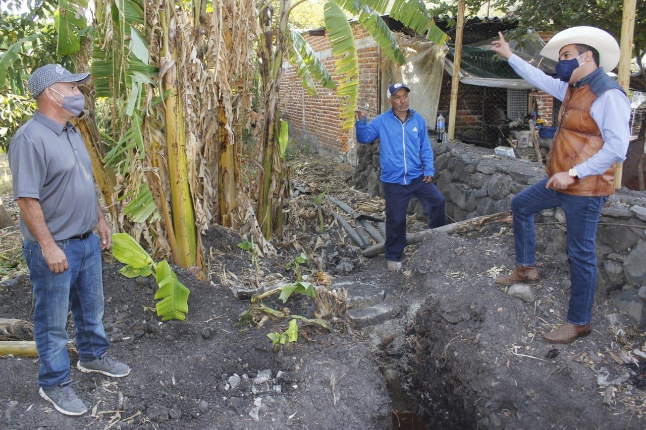 Ángel Macías supervisó instalación de tubería en red de drenaje de San Cristóbal