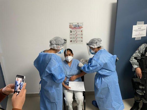 Inicia SSM con la aplicación de 2 mil 770 dosis a personal de salud
