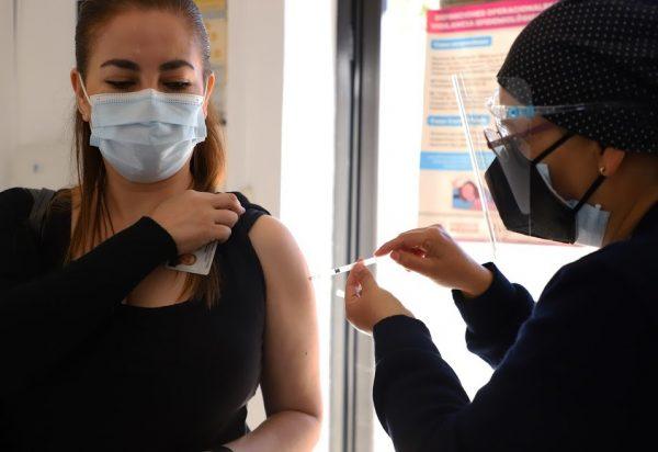 Aplicadas más de mil 500 vacunas contra COVID-19 a personal de salud