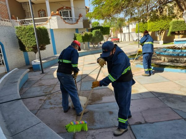 Realizan labor de limpieza en Los Laureles, colonia de Jacona