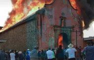 Se incendia templo de Nurío y arden varias casas aledañas