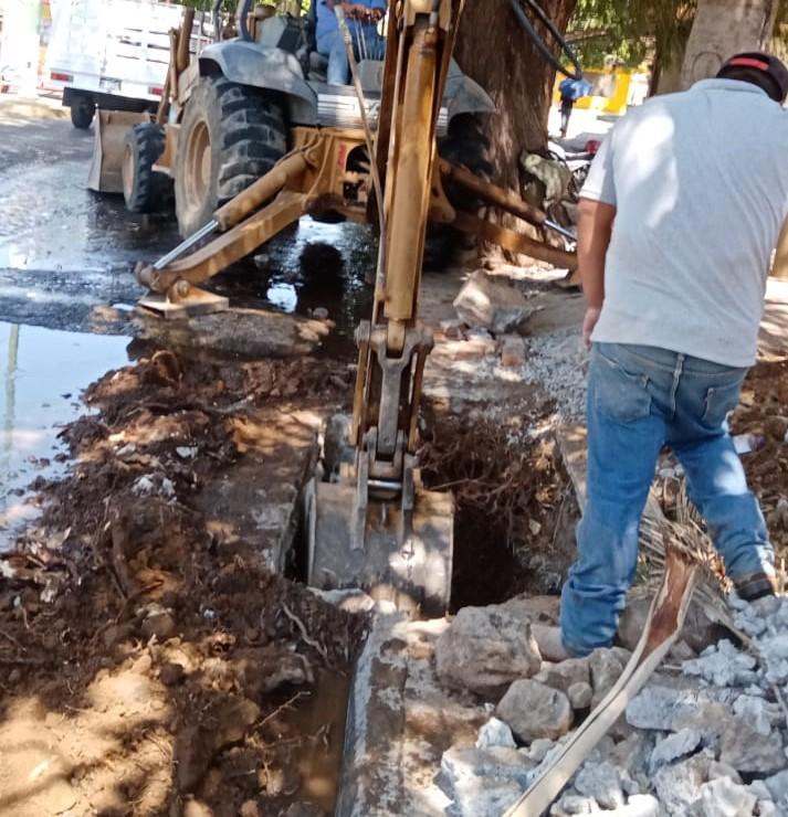 SAPA Jacona atiende fuga de agua en la calle Constitución y más reportes