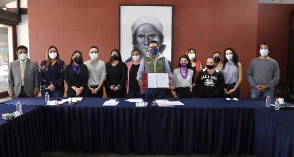 Firma Silvano Aureoles decreto para reparación simbólica a víctimas de feminicidio