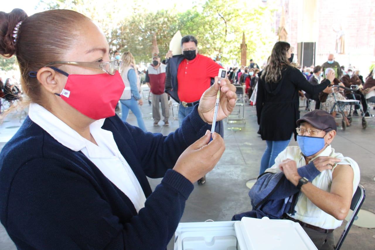 Inició campaña de vacunación para adultos mayores contra COVID sin contratiempos