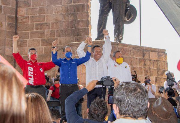 Dirigentes nacionales del PRI, PAN y PRD, arropan a Carlos Herrera y le toman protesta como candidato a Gobernador