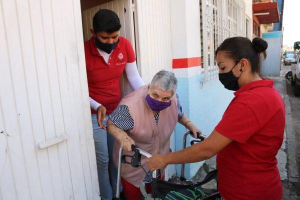 Brinda DIF Zamora especial atención a comunidades para vacunación