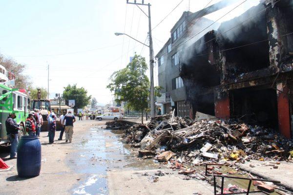 Incendio en Leonardo Castellanos dejó pérdidas materiales; lesionados y edificios dañados
