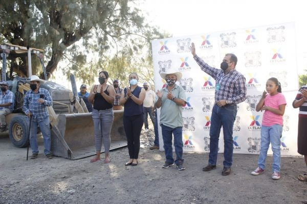 Ángel Macías inició construcción de calle Ignacio Sánchez