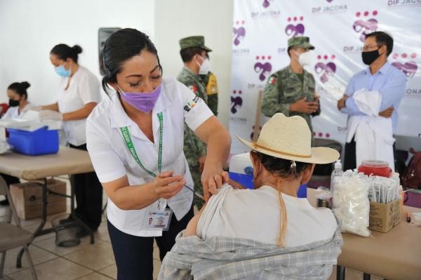 Inició aplicación de la segunda dosis de vacuna para adultos mayores en Jacona