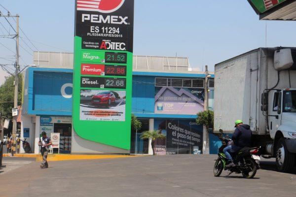 Gasolina no detiene su alza, llegó a casi 23 pesos el litro en algunos lugares