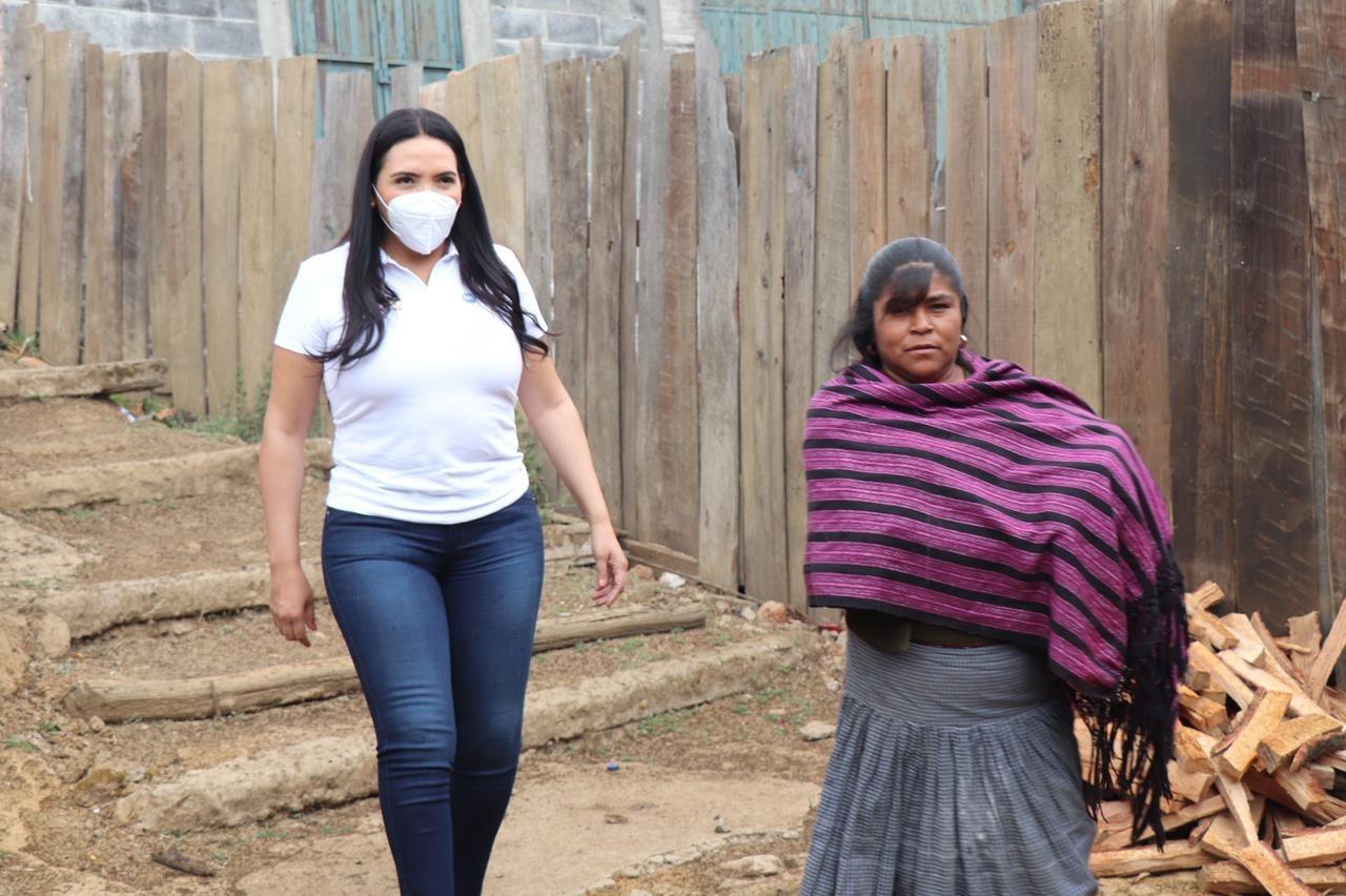 Adriana recorrió comunidad de Cocucho, municipio de Charapan y se reunió con diferentes líderes y sectores.
