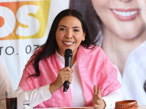 Destacada participación de la comunidad de Aranza en Paracho en encuentro con Adriana