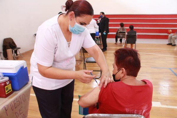 Avanza aplicación de más de 25 mil vacunas en región Zamora