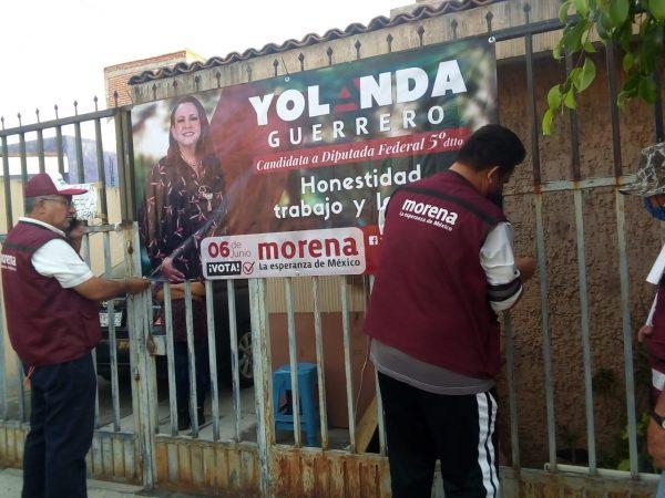Militantes y voluntarios de Morena realizan trabajo a favor de Yola Guerrero