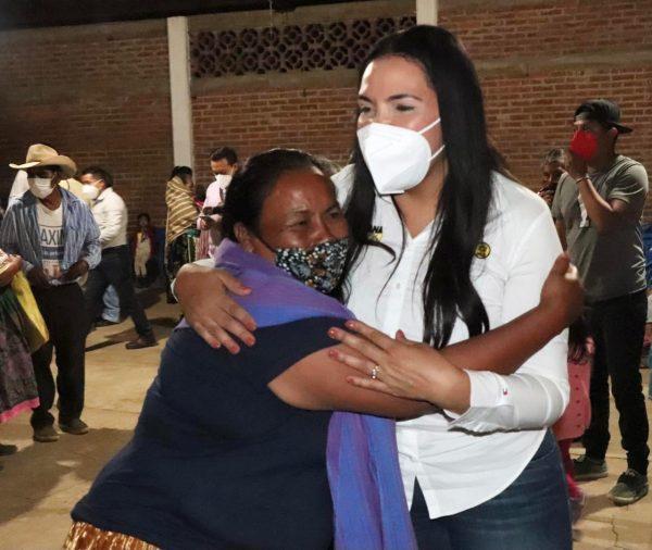 Recorrió San Juan Carapan Adriana Campos