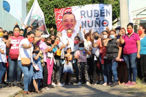 Con los brazos abiertos reciben colonos de Arboledas a Rubén Nuño