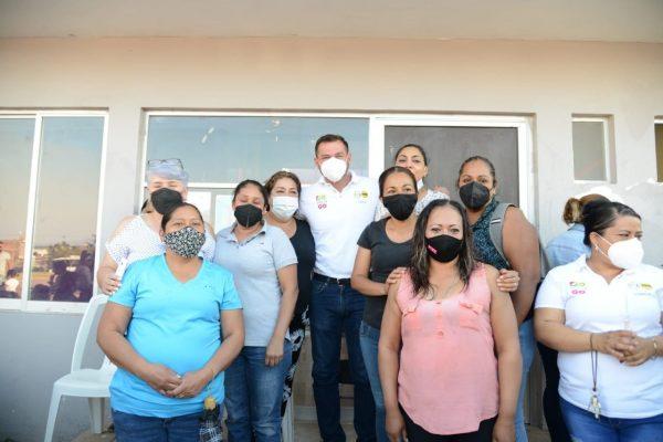Buen acercamiento de Domingo con vecinos de Lomas Universidad