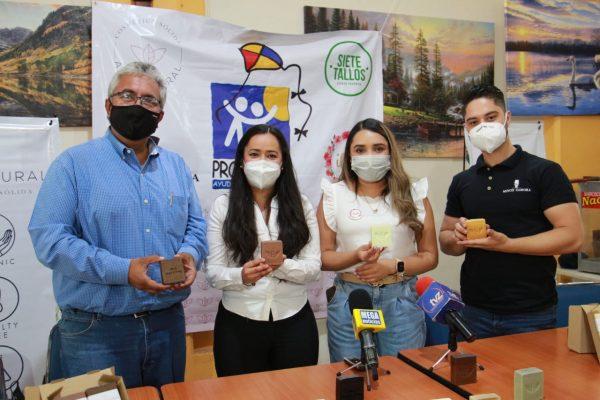 Jóvenes emprendedores apoyan al CRI con venta de jabones orgánicos-artesanales