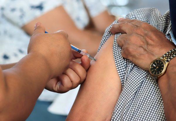 Fallece adulto mayor en Centro de Vacunación