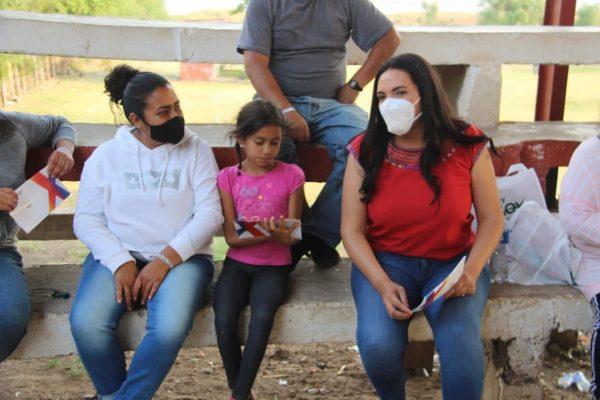 Día activo para Adriana, dialogó con gente de Jacona y Erongarícuaro