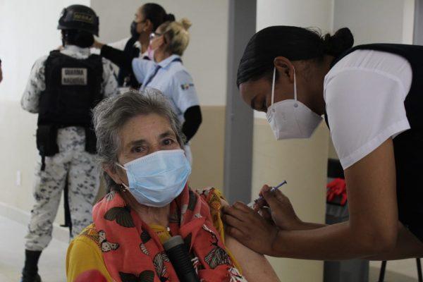 Maestros son los próximos a vacunar; personas de 50 a 59 años de edad tendrán que esperar