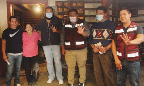 Juan Pablo saludó en Paracho a familias y reconocidos comerciantes