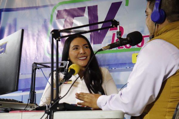 Adriana Campos convence a la gente de Zacapu