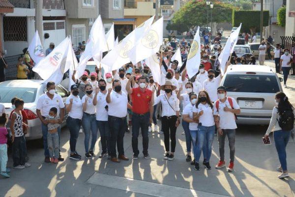 Pobladores de Los Laureles demuestran afecto y apoyo a Domingo para presidente municipal