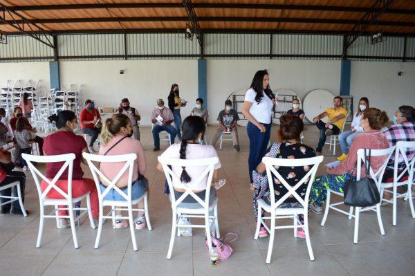 Candidata Adriana incluye a todos los sectores para su proyecto