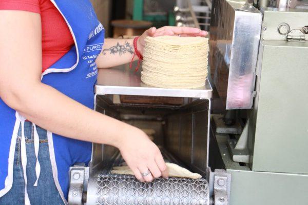 En Jacona sólo aumentará un peso el precio de la tortilla