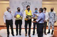Equipos de protección a bomberos y personal de Protección Civil